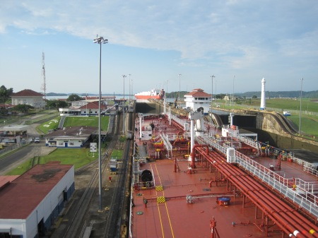 passage Panama kanaal met bootje waar ik op zat.